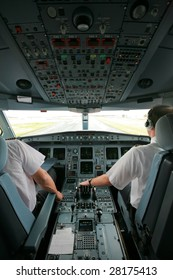 airliner cockpit at takeoff with two pilots