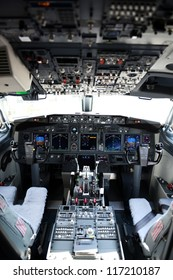 Airplane cockpit of a 737-800 on a horizontal format