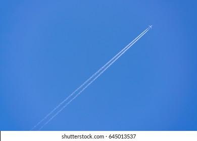 airplane contrail