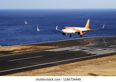 Landing Aeroplane Images, Stock Photos & Vectors | Shutterstock
