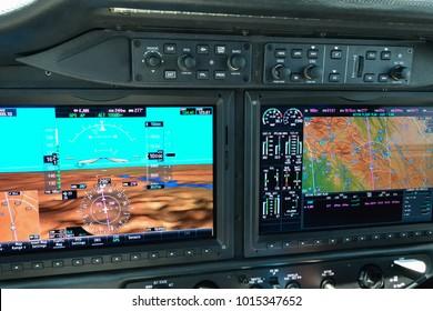 Airplane flight deck instrument panel