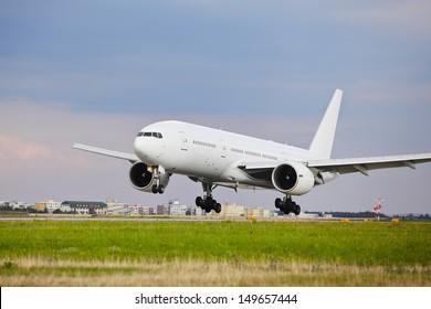 Imágenes, fotos de stock y vectores sobre Landing Airplane