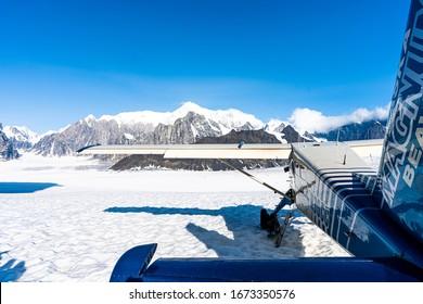 Airplane in a perfekt Snow Landschaft in Alaska