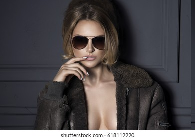 Airplane Pilot: fashion sexy blonde model with sunglasses