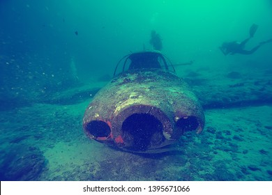 airplane scuba wreck / diving site airplane, underwater landscape air crash in the sea