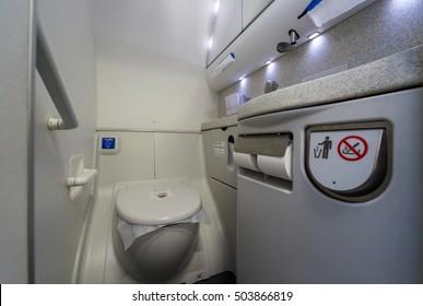Airplane Lavatory Images, Stock Photos & Vectors ...