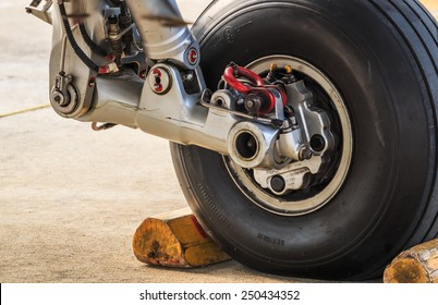 Airplane Wheel Images, Stock Photos & Vectors | Shutterstock