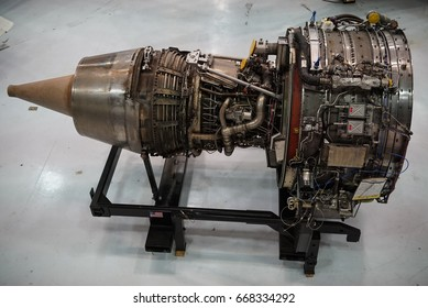 Airplanes and engines