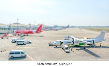 Airport aporn and planes. Tlit shift effect.