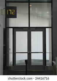 airport door to a plane