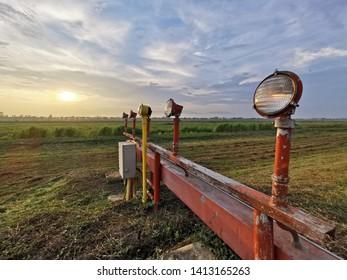 Imágenes, fotos de stock y vectores sobre Approach Light