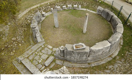 Aizanoi Latinized as Aezani, was an Ancient Greek city in western Anatolia. Located in what is now Çavdarhisar, Kütahya Province, its ruins are situated astride the River Penkalas.