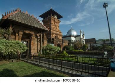 Akses pintu selatan menuju makam Sunan Muria di Masjid Menara Kudus, Minaret Mosque of Al Quds, Kudus, Jawa Tengah, Indonesia 11 Juni 2017