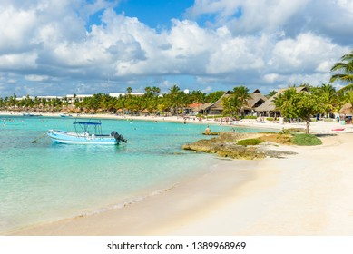 b015d8ee216a Imágenes, fotos de stock y vectores sobre Playa Del Caribe ...