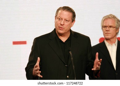 """Al Gore and Kevin Wall at a press conference to Announce the Global Climate Crisis Campaign Concert """"Save Our Selves"""". California Science Center, Los Angeles, CA. 01-15-07"""