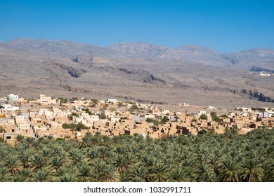 Al Hamra is a 400-year-old town in the region Ad Dakhiliyah, in northeastern Oman.This venerable village at the foot of the Hajar Mountains is one of the oldest in Oman.