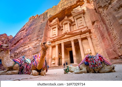 Al Khazneh - the treasury temple, ancient city of Petra, Jordan