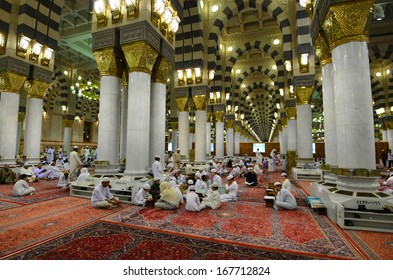 AL MADINAH, KINGDOM OF SAUDI ARABIA- MAY, 28 : the group learning Al-Quran at the Nabawi Mosque.  on May 28, 2013 in Al Madinah, S. Arabia. Nabawi mosque is the 2nd holiest mosque in Islam.