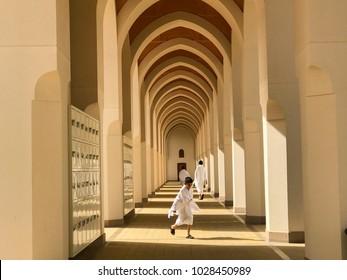 AL MADINAH, SAUDI ARABIA-JANUARY 20, 2018 : A group of unidentified Muslim pilgrims wear white cloth outside a mosque in Medina, Saudi Arabia.