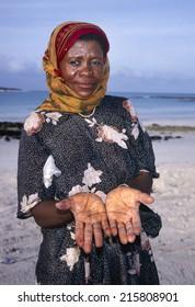 AL MUKALLA,YEMEN-FEBRUARY 5, 2011; Lady with henna hands at the beach. February 5,2011 Al Mukalla, Yemen