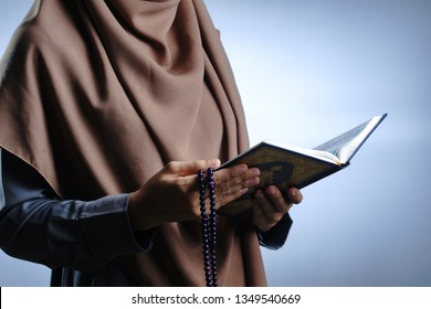 Al Qur'an in hand - holy book of Muslims. -Image