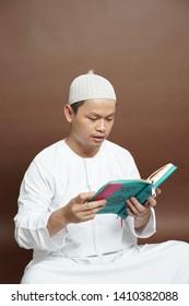 Al Qur'an : May 26, 2019 : indonesian moslem reading al qur'an