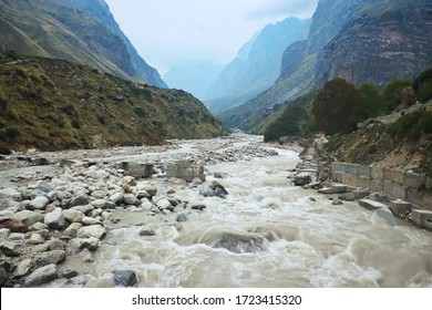 Alaknanda River flows in between Mountains at Badrinath
