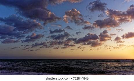 Alanya damlatas beach cloudy sunset