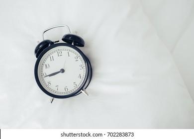 Alarm clock at 9 o'clock
