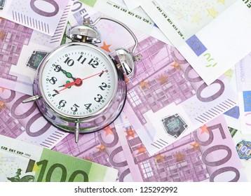 Alarm clock for euro banknotes