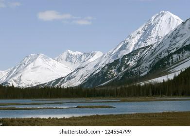 The Alaskan Mountain Range towering over a lake