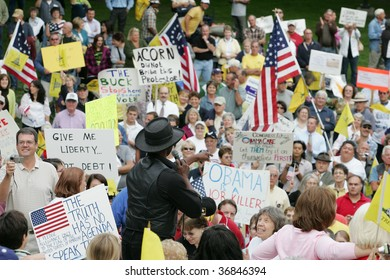 ALBANY, NY- SEPT 10: Singer Lloyd Marcus gets the crowd moving during a stop of the Tea Party Express tour on September 10, 2009 in Albany NY