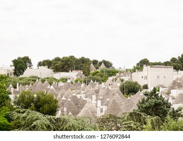 Alberobello, Italia - Maggio around, 2018: Panoramic view of the stone roofs of the historic houses of Alberobello, a city known for its characteristic Trulli.