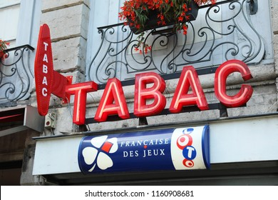 """Albi, France - July 24, 2018: French Red And White Tabac Sign With Loto Logo Above Tabacconist Store, In France """"Tabac"""" Means Tobacco"""