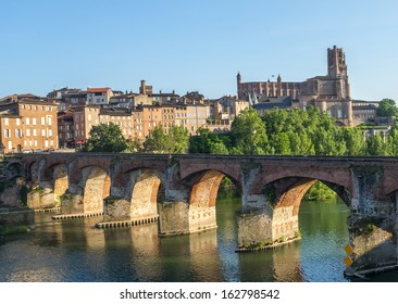 Albi (Tarn, Midi-Pyrenees, France) - Bridge over the Tarn river