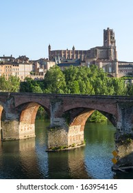 Albi (Tarn, Midi-Pyrenees, France) - Panoramic view from the ancient bridge over the Tarn river