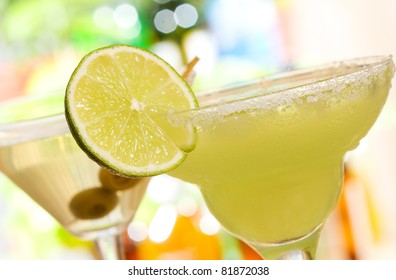 alcohol margarita cocktail with lime
