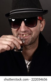 alcoholic drinking vodka, bad teeth