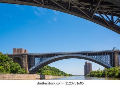 The Alexandr Hamilton Bridge and Washington Bridge are over the Harlem River in New York City between the boroughs of Manhattan and the Bronx. Both bridges are big arch bridge and heavy traffic.