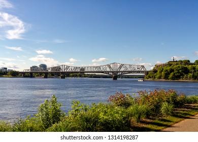 Alexandra Bridge in Ottawa during the day