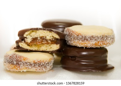 alfajores of cornstarch and chocolate