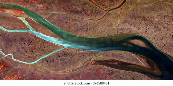 algae, allegory, tribute to Picasso, abstract photography of the Spain fields from the air, aerial view, representation of human labor camps, abstract, cubism, abstract naturalism,