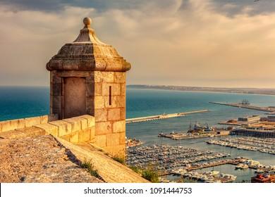 Alicante, Santa Barbara Castle