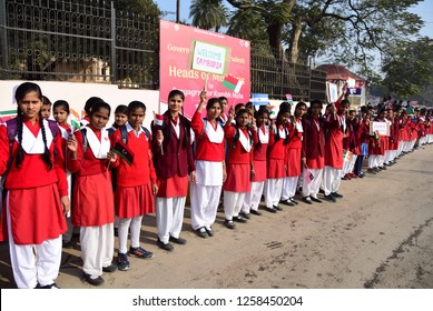 """Allahabad: Students welcome to """"Heads of Missions""""  Mos foreign B.K. Singh and foreign delicates during they arriving to attend Global Particiaption at Sangam in Allahabad on 15-12-2018."""