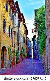 Alley in the historic center of San Gimignano - Sienna Italy