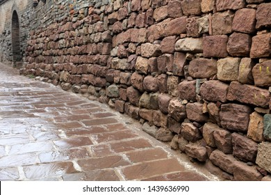Alleys, flagstone roads and walls