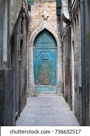 Alleyway to a Venetian home