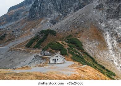 alpin hut crest