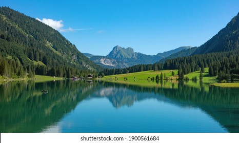 Alpine lake in an environment of mountains and the woods