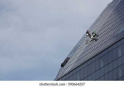 Alpinists, cleaning business building